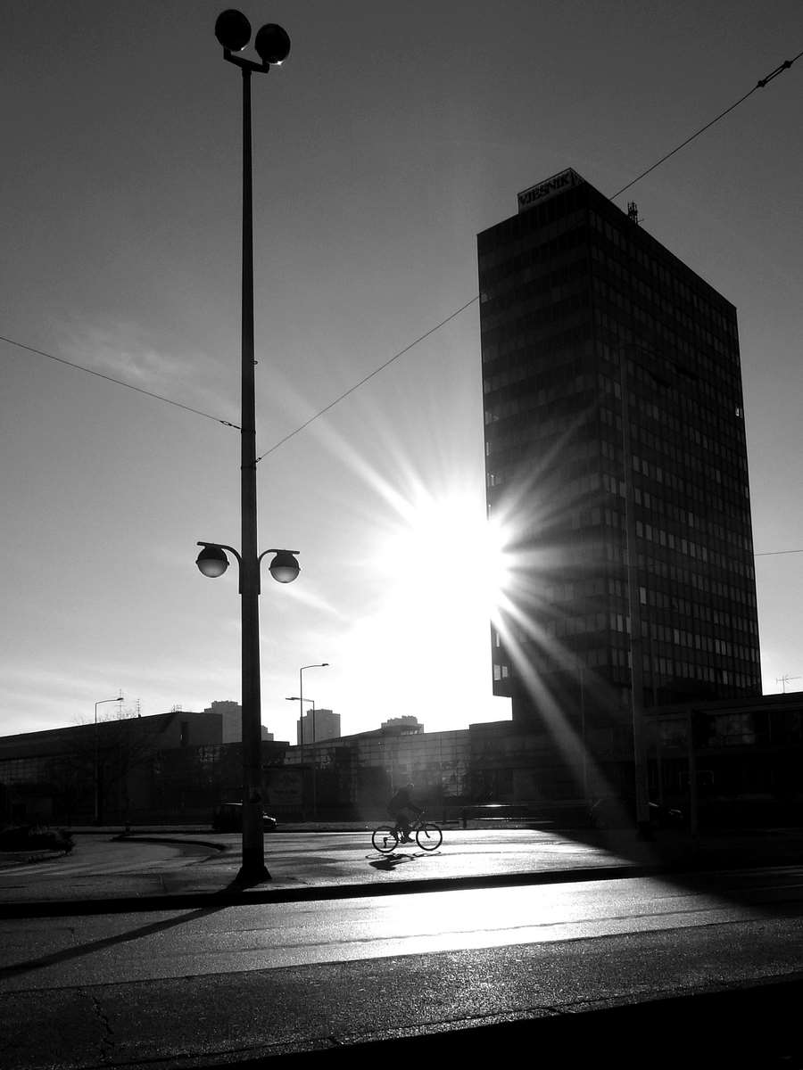 CITY BIKE IN THE MORNING SUN