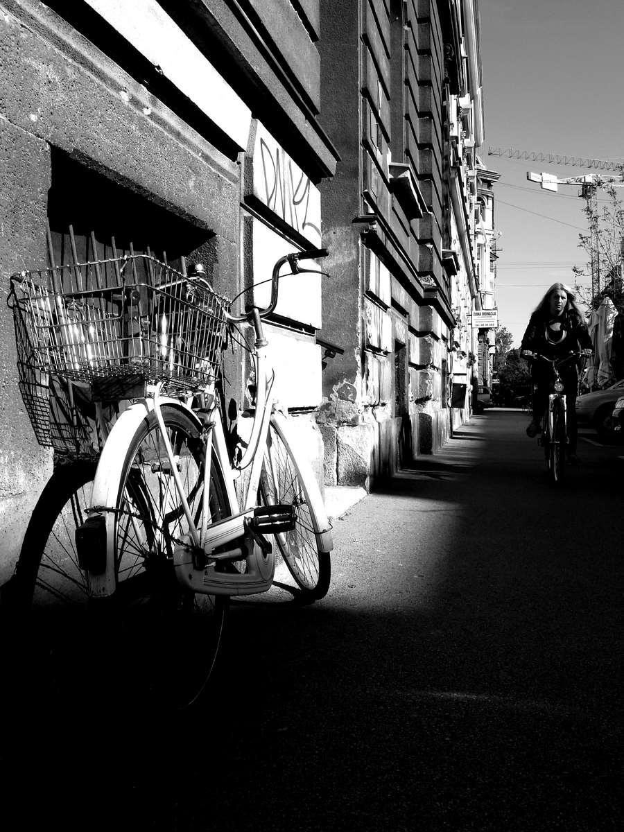Bycicles in the city-bw