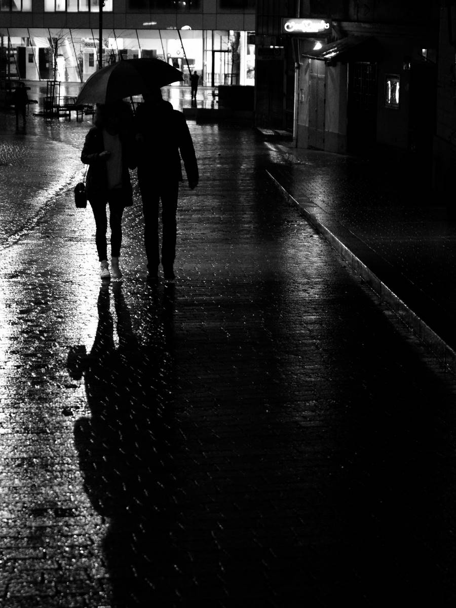 Lovers in the rainy night